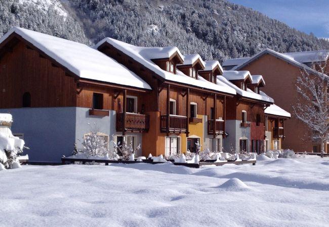 Apartment in La Salle-les-Alpes - Chalet Jardin Alpin 8pers